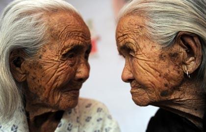 Cặp sinh đôi già nhất thế giới - 1