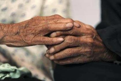 Cặp sinh đôi già nhất thế giới - 5