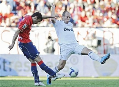 Man City tìm cách thu phục Robben  - 1