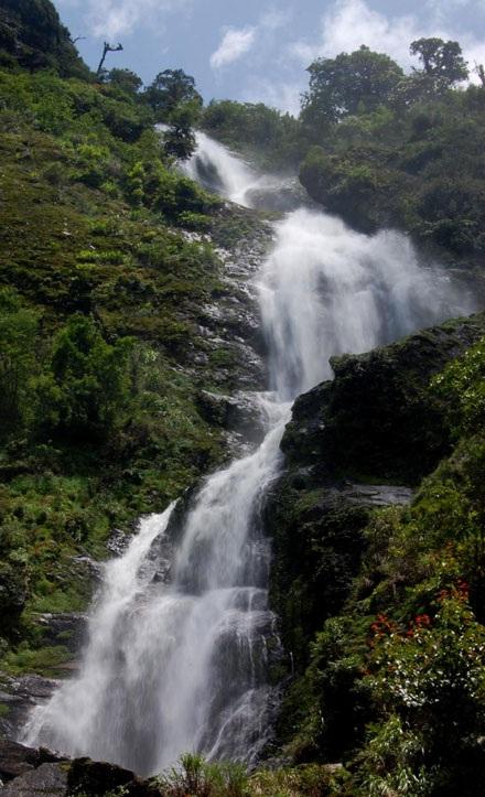 Những thác nước quyến rũ dưới chân dãy Hoàng Liên Sơn - 1