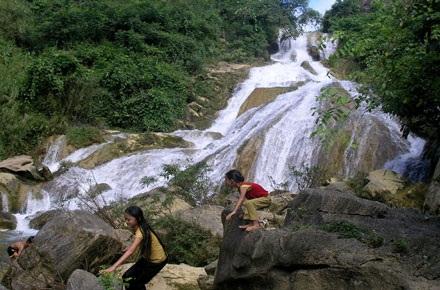 Những thác nước quyến rũ dưới chân dãy Hoàng Liên Sơn - 4