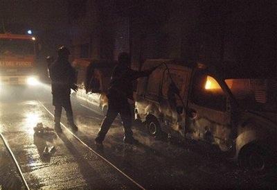 Tàu lao vào nhà dân, gây cháy nổ dữ dội, 10 người chết - 3