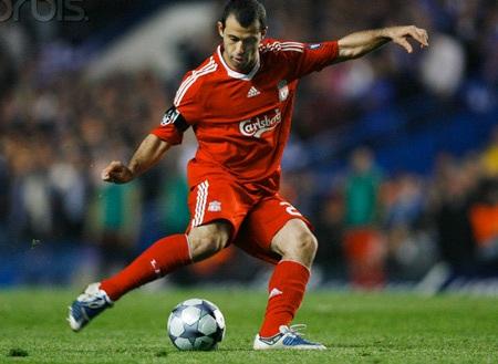 Liverpool chấp nhận hạ giá bán Mascherano - 1