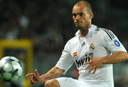 """Áp sát """"Ronaldinho nước Nga"""", Chelsea muốn có Sneijder - 2"""