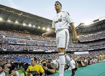 Lễ ra mắt hoành tráng của C. Ronaldo tại Real Madrid - 4