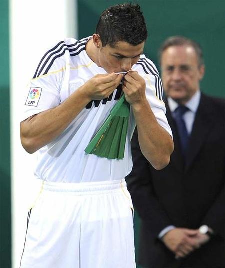 Lễ ra mắt hoành tráng của C. Ronaldo tại Real Madrid - 9