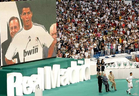 Lễ ra mắt hoành tráng của C. Ronaldo tại Real Madrid - 8