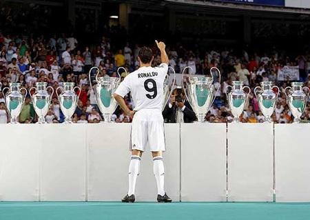 Lễ ra mắt hoành tráng của C. Ronaldo tại Real Madrid - 7