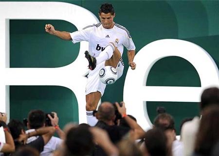 Lễ ra mắt hoành tráng của C. Ronaldo tại Real Madrid - 5
