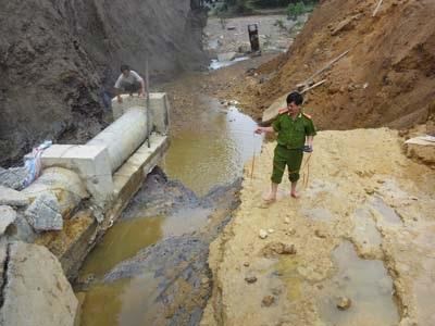 Hà Tĩnh thiệt hại gần 1 tỷ đồng do vỡ đập Z20   - 1