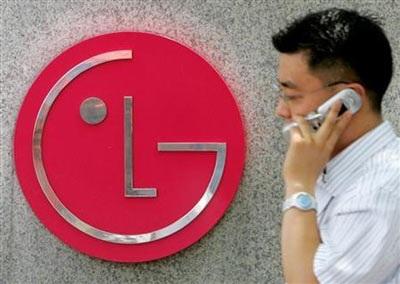 """LG """"bon chen"""" gian hàng ứng dụng cạnh tranh Apple - 1"""