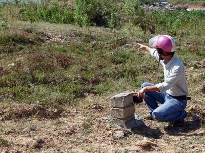 Chôn cả tấn thuốc trừ sâu gần nguồn nước sinh hoạt - 1