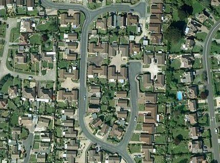 Chùm ảnh: Bảng chữ cái khổng lồ nhìn từ trên không - 7