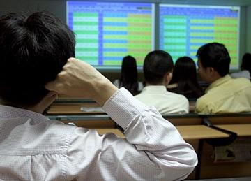 90% mã giảm giá, Vn-Index mất gần 15 điểm - 1