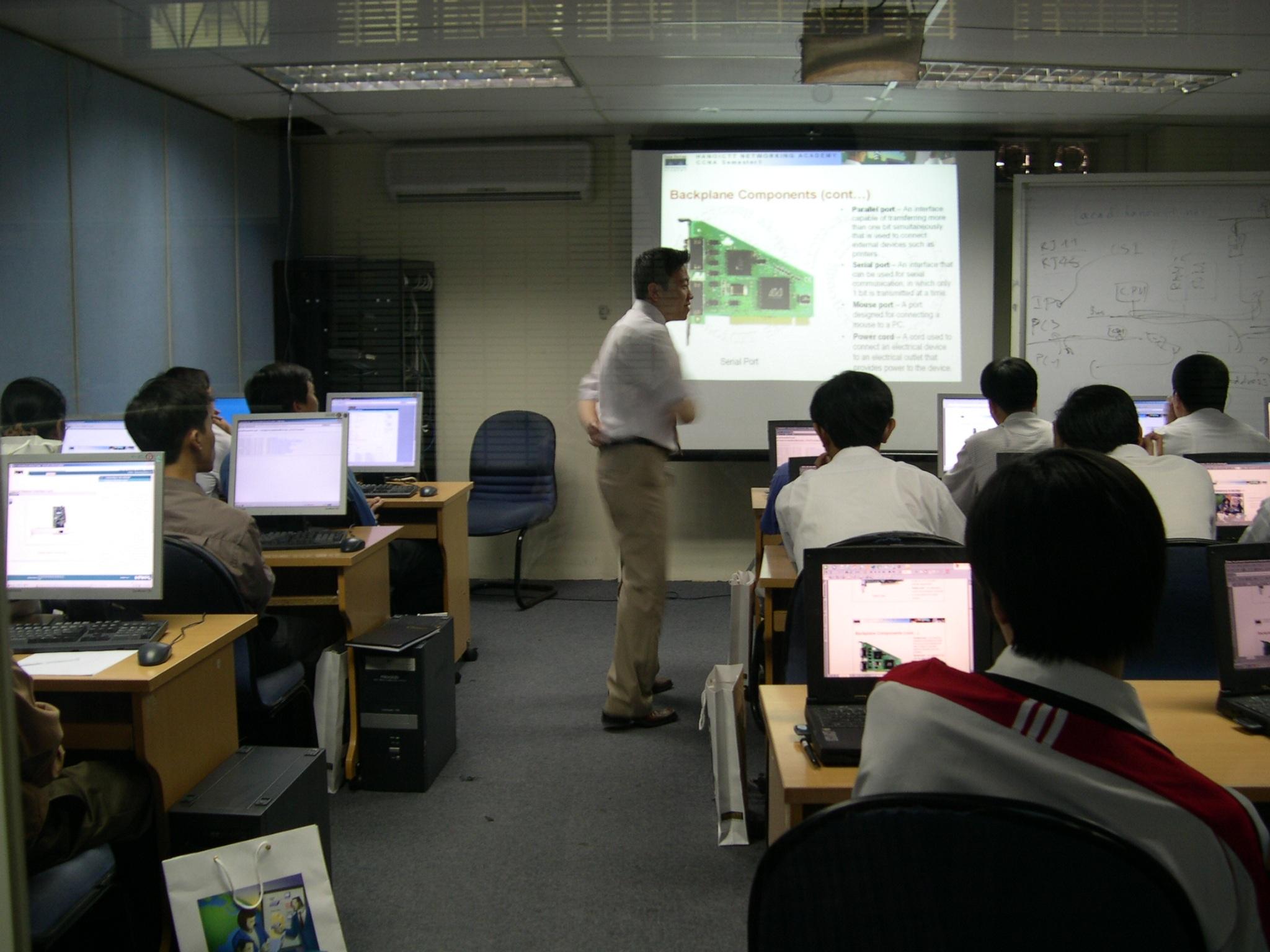 Chương trình hướng tới kỷ niệm 10 năm thành lập HanoiCTT - 1