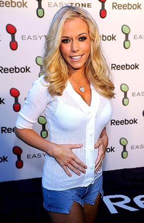 Người mẫu Playboy Kendra Wilkinson đã thấy con đạp trong bụng - 1