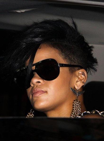 Rihanna khoe tóc mới sành điệu - 7