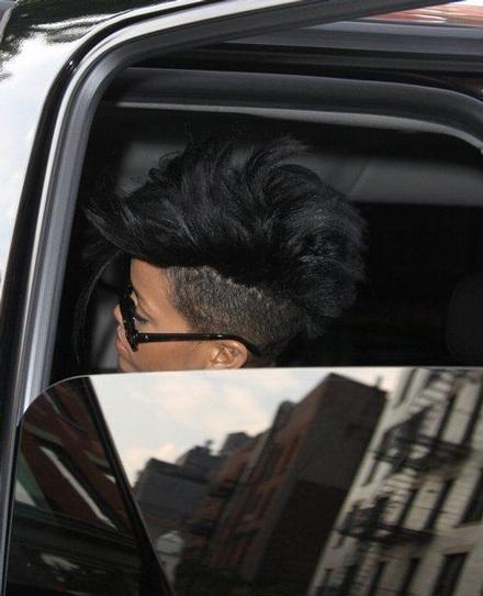 Rihanna khoe tóc mới sành điệu - 6
