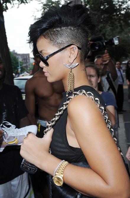 Rihanna khoe tóc mới sành điệu - 1
