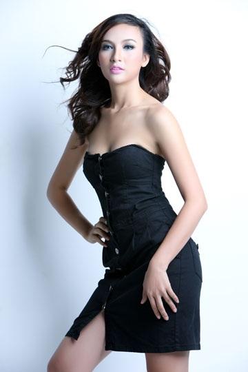 Hoa hậu Ngọc Diễm xuất hiện thật gợi cảm - 2