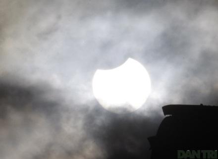 Ngắm nhật thực ở Hà Nội - 2