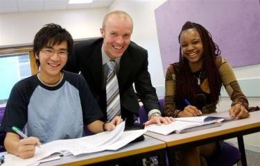 Học bổng 100% học phí tại 5 trường ĐH danh tiếng Vương quốc Anh - 1