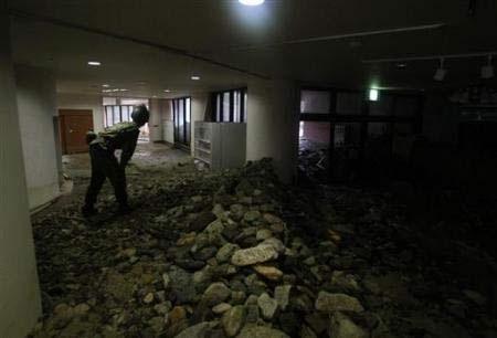 Chùm ảnh: Mưa lũ gây lở đất kinh hoàng ở Nhật Bản - 2