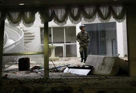 Chùm ảnh: Mưa lũ gây lở đất kinh hoàng ở Nhật Bản - 3