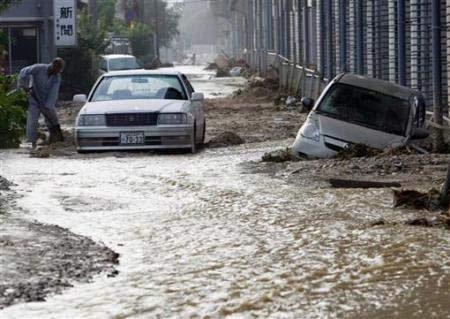 Chùm ảnh: Mưa lũ gây lở đất kinh hoàng ở Nhật Bản - 9