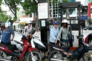 Bộ Tài chính yêu cầu chưa tăng giá xăng dầu - 1