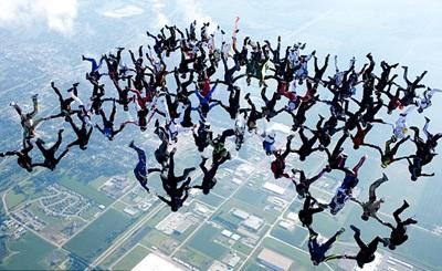 108 vận động viên lập kỷ lục thế giới rơi tự do - 1