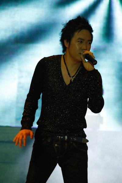 Thanh Thảo hát mừng sinh nhật Quang Dũng - 8