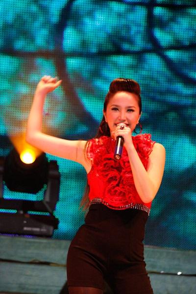 Thanh Thảo hát mừng sinh nhật Quang Dũng - 11