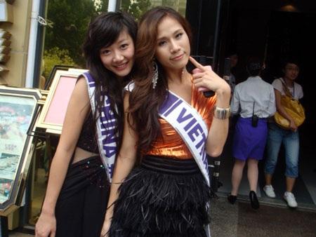 Thái Hà kết thân với thí sinh nước chủ nhà  - 7