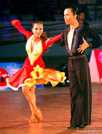 Khánh Thi tiết lộ về bạn nhảy thay thế Chí Anh - 3