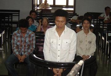Ba bị cáo chém cơ thủ Lê Dũng lĩnh 16,5 năm tù - 1