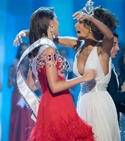 Xem lại đêm thi sôi động của Hoa hậu Hoàn vũ 2009 - 54