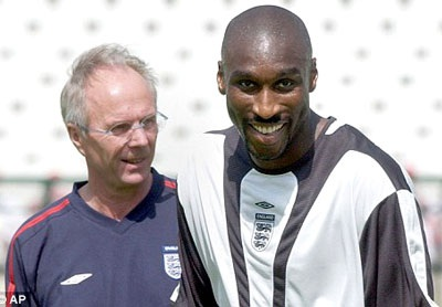 Cựu sao Arsenal bất ngờ gia nhập đội bóng tại League Two - 1