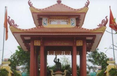 Pho tượng Bác Hồ trên Đồi 79 Mùa xuân  - 1