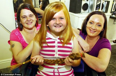 Cô bé 8 tuổi cắt tóc làm từ thiện  - 2