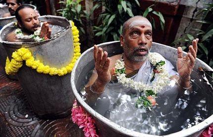 Ảnh nghi lễ cầu mưa có một không hai ở Ấn Độ  - 10