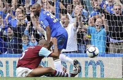 """""""Giải mã"""" Burnley, Chelsea tạm chiếm ngôi đầu - 2"""