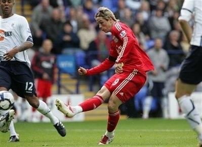 Torres và Gerrard lập công giúp Liverpool thắng nhọc nhằn - 2