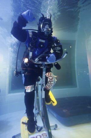 Sống 10 ngày dưới nước - 3