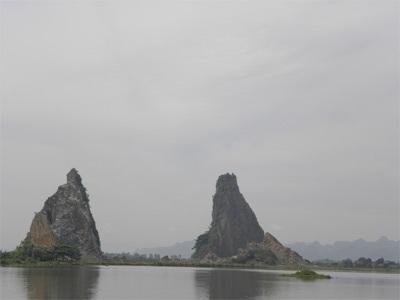 Chùm ảnh: Vẻ đẹp hoang sơ của hồ Quan Sơn - 2