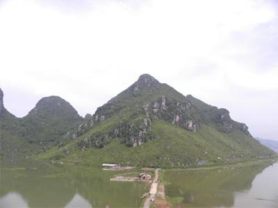 Chùm ảnh: Vẻ đẹp hoang sơ của hồ Quan Sơn - 3
