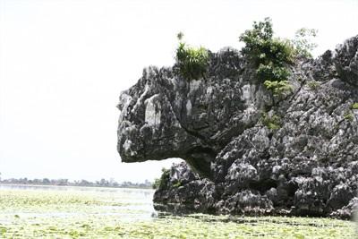 Chùm ảnh: Vẻ đẹp hoang sơ của hồ Quan Sơn - 7