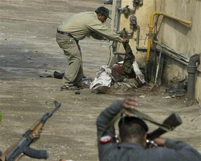 Pakistan rung chuyển bởi một loạt vụ tấn công mới - 1