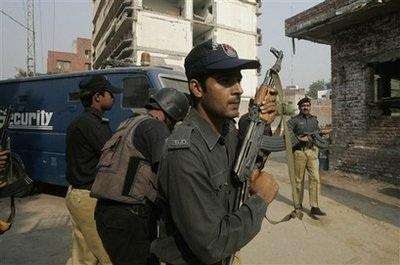 Pakistan rung chuyển bởi một loạt vụ tấn công mới - 2
