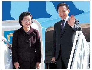 Tổng thống Hàn Quốc bắt đầu chuyến thăm Việt Nam - 1